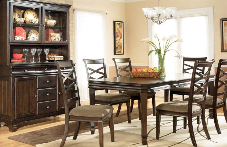 Natural and Chic Dining Room Furniture