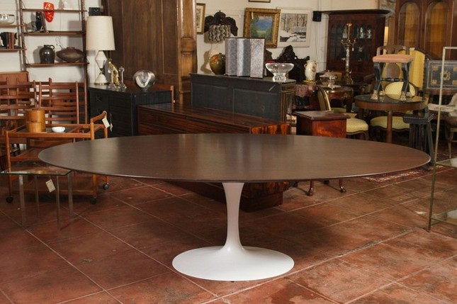 Genuine and Fake Saarinen Dining Table