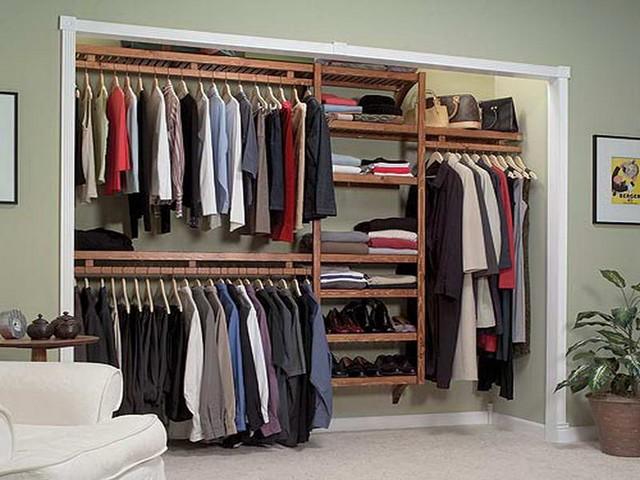 Portable closet to hang clothes