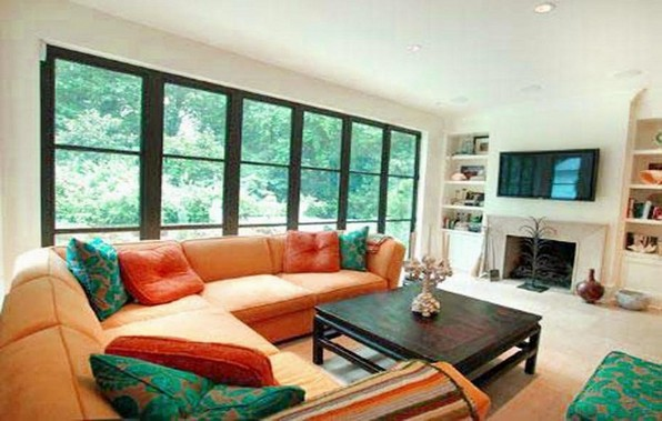 Correct arranging living room furniture and its advantageous effect
