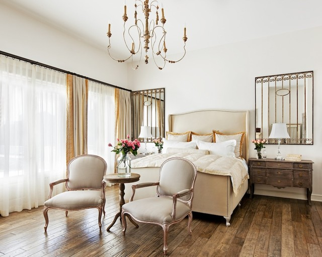 Bedroom chandeliers for smaller and large spaces