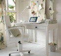 White computer desk with chair